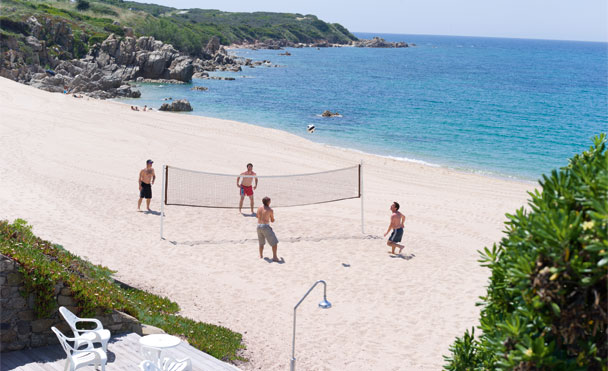 Beach volley sur la plage de l'hôtel