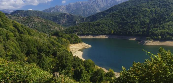 Se baigner dans les montagnes Corse, une autre façon de profiter de l'Île de Beauté