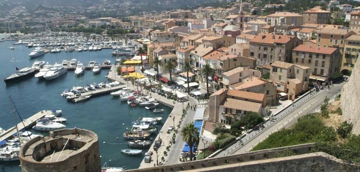 Visiter la Citadelle de Calvi : de la pierre et du bleu