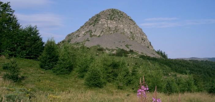 Parc naturel régional des Monts d'Ardèche : un territoire d'exception pour les amateurs de randonnées