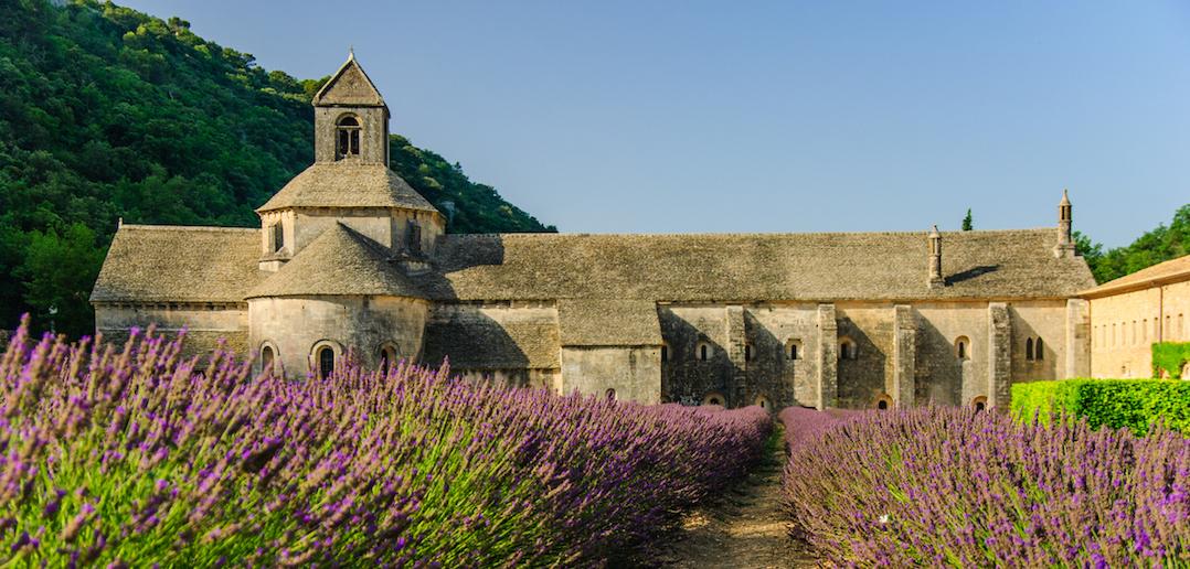 L'abbaye de Valmagne: un joyau cistercien au cœur du Languedoc-Roussillon
