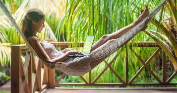 Partir en vacances, en week-end prolongé : quand poser ses congés payés ?