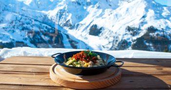 Bien manger au ski : que mettre dans l'assiette pendant des vacances à la montagne ?