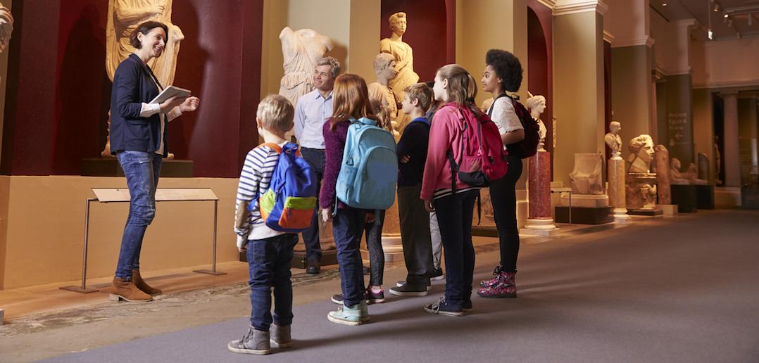 Visite au musée en famille : le guide pour une sortie réussie