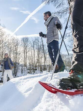 La randonnée à raquette, une activité sportive familiale pour l'hiver