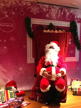 Le Père Noël et la distribution de cadeaux